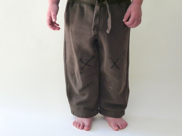 knees marked with Xs on the pants