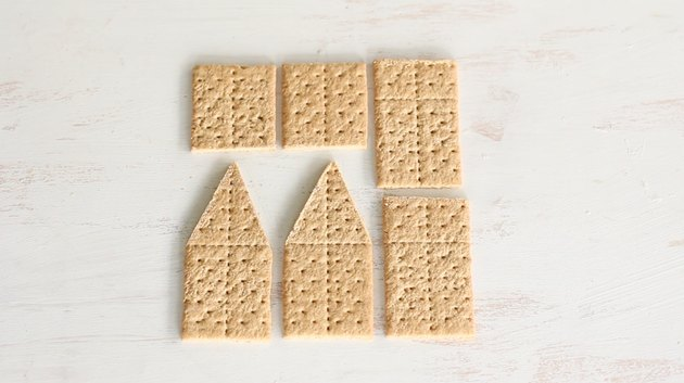 Six graham cracker pieces to build house