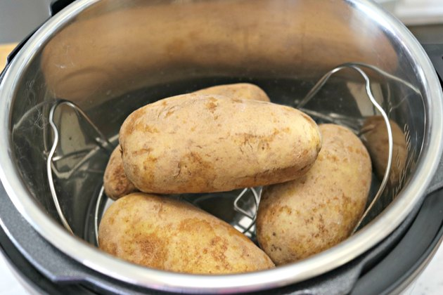 how to cook baked potatoes in an Instant Pot
