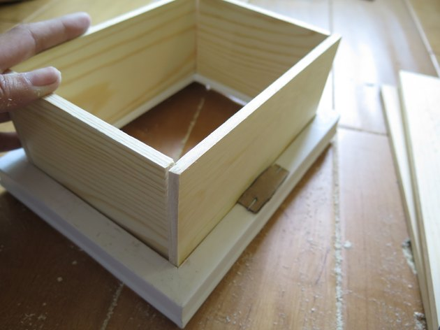 Place the wood boards together.