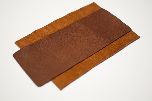 Lay the band over the outside wallet piece.