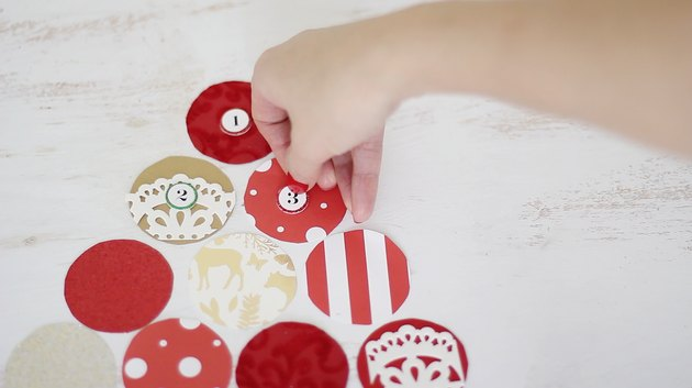 Sticking numbered stickers on paper circles