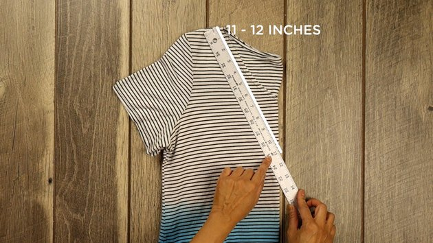 Measuring handles for no-sew farmer's market tote from T-shirt.