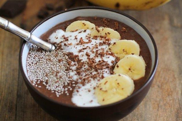 Cacao banana smoothie bowl.