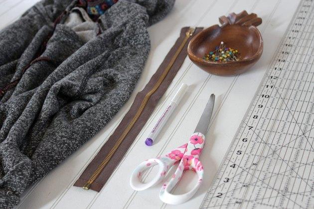 materials needed for sweatshirt zipper