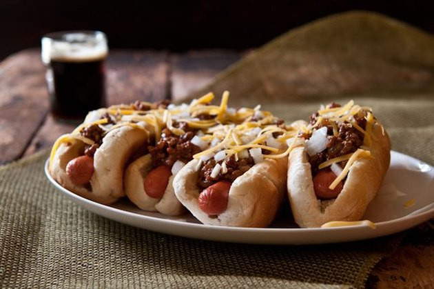 Plump and meaty chili dogs served with a stout.