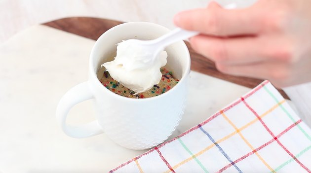frosting the mug cake