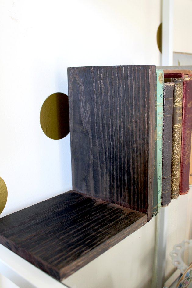 create custom bookends with a homemade coffee stain DIY