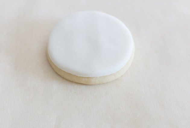 Fondant over cookie