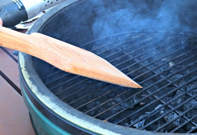 4 ways to safely clean grill grates