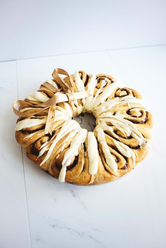 The Cinnamon Roll Wreath is not only delicious to eat but gorgeous and festive in presentation!