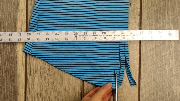 Cutting fringe on no-sew farmer's market tote from T-shirt.