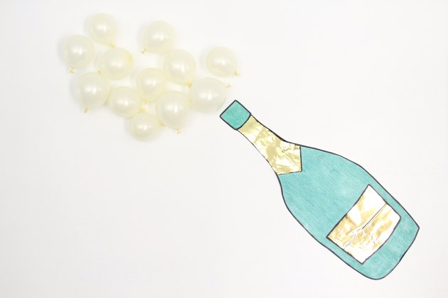 Make a fun champagne emoji decoration for your new year