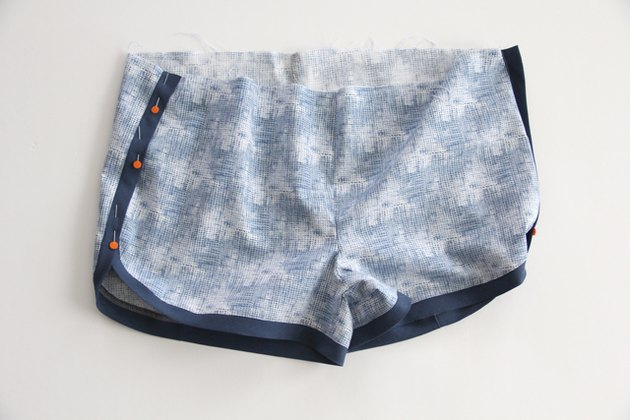 overlap side seam of jogging shorts