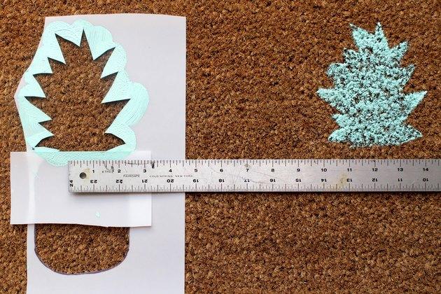 Measure between pineapple tops | how to make a pineapple doormat