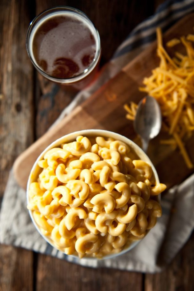 slow cooker mac and cheese with beer