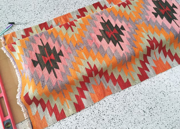 Centering the rug on the bench