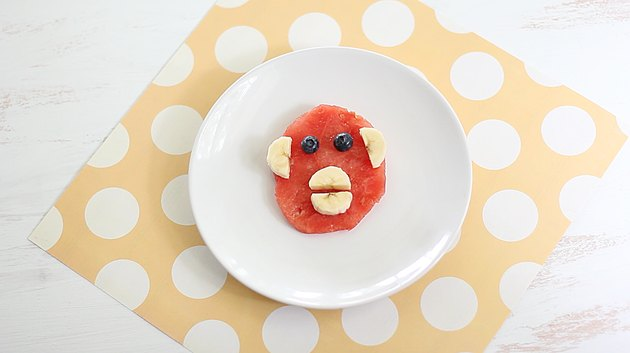 Plated monkey face fruit snack