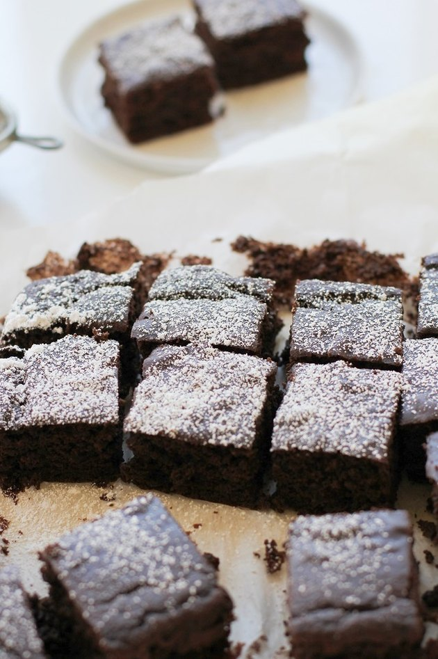Cut brownies dusted with powdered sugar.