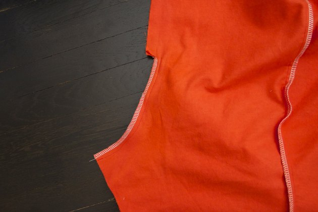 Pin, sew and finish the seam of the center back.