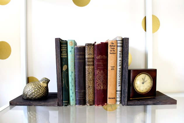 create your own bookends with a DIYed coffee stain