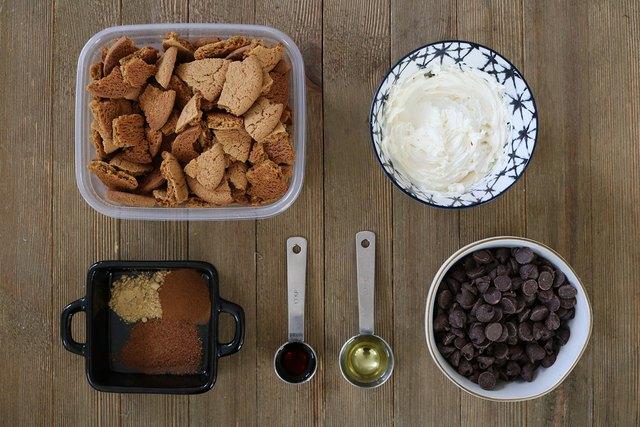 Ingredients for gingersnap cookie truffles