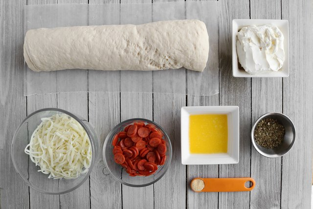 Ingredients for pull-apart pizza bread