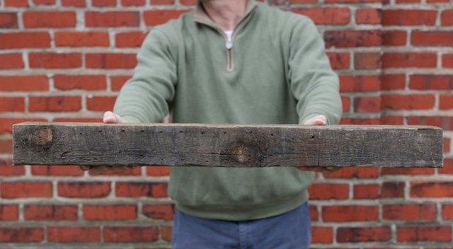 Reclaimed_Antique_Wood_Beam_eHow