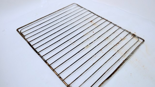 Cleaning oven racks with vinegar and baking soda