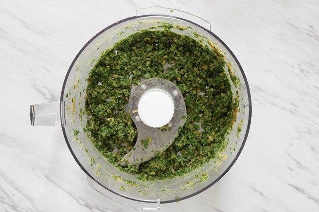 Vegan pesto in food processor