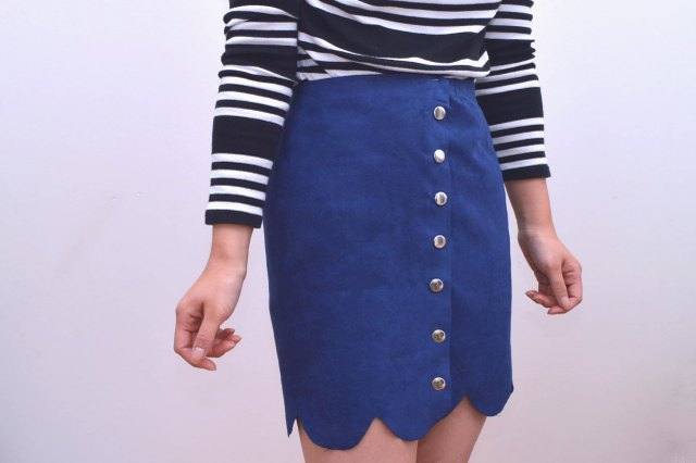 Suede scalloped hem skirt