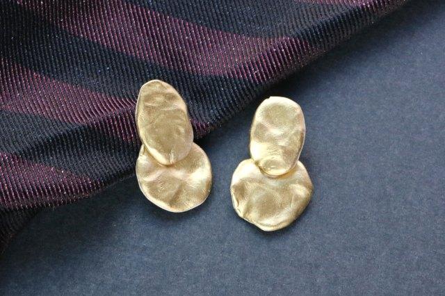 Finished metallic drop earrings