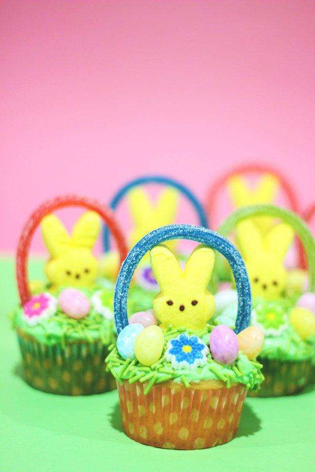 basket cupcakes