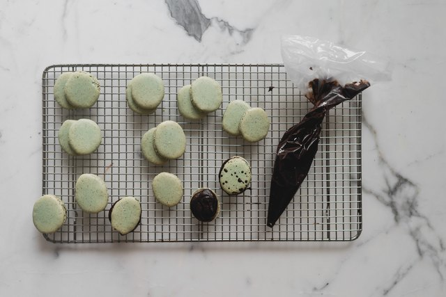 Fill the macarons with the dark chocolate ganache.
