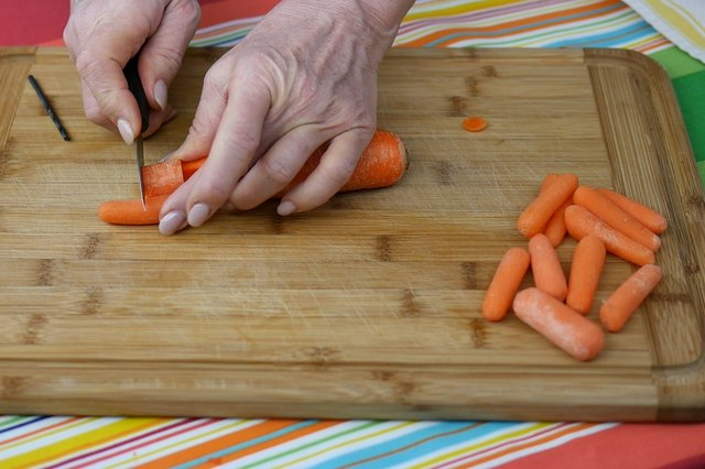 cut baby carrot to length