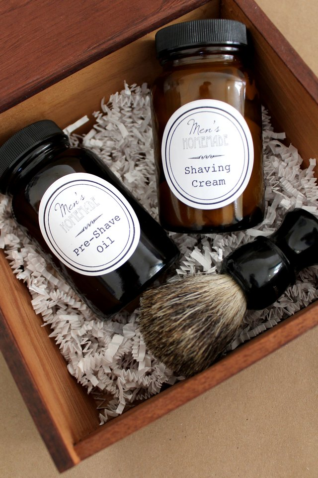 DIY Men's Shave Kit with Homemade Shaving Cream and Pre-Shave Oil. Free Printable!