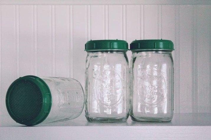 An image of mason jars.