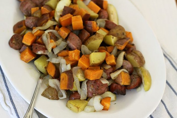 Chicken sausage with sweet potatoes, onions and apples ready to serve