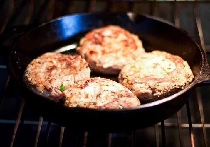 Juicy, oven-cooked turkey burgers