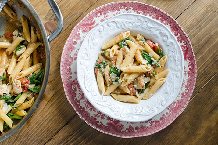 Pasta casserole with chicken and spinach.
