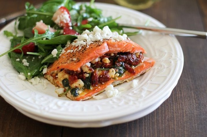 Delicious low-carb stuffed salmon