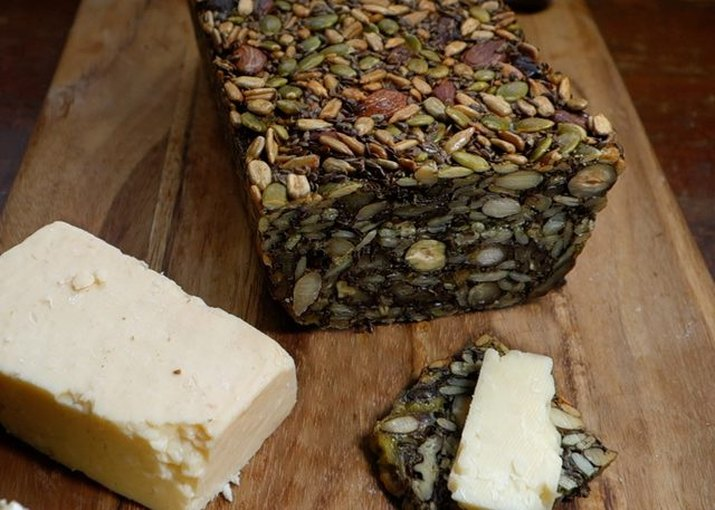 Easy to make bread with nuts and seeds
